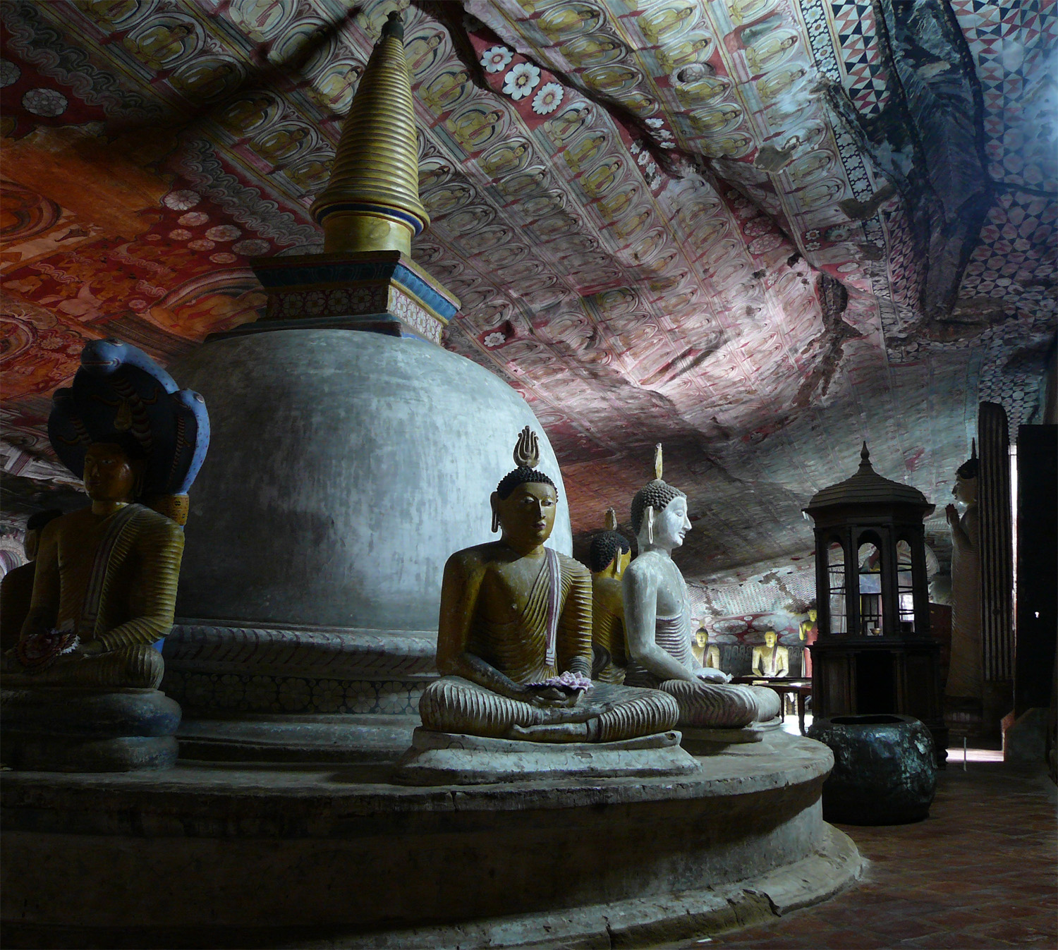 day5 - Dambulla cave temple5a
